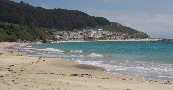 Pueblo y playa de O Barqueiro