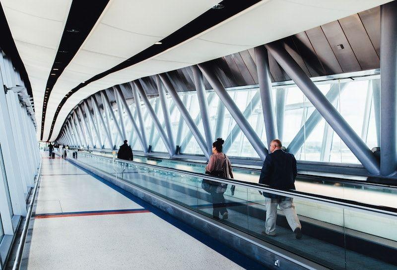 Cintas deslizantes en terminal de aeropuerto