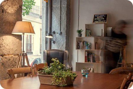 Gastrolibrerias-comer-en-Madrid-en-una-librería