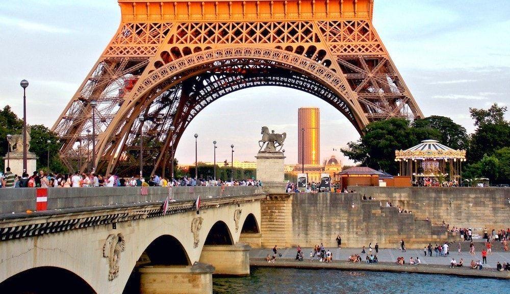 Torre Eiffel desde el rio Sena