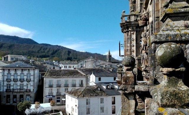Campanario en una ruta por Mondoñedo
