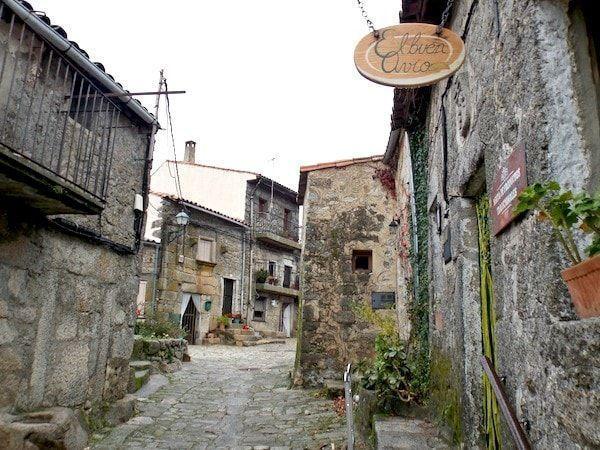 Calles de Trevejo en una ruta de 2 días en Sierra de Gata