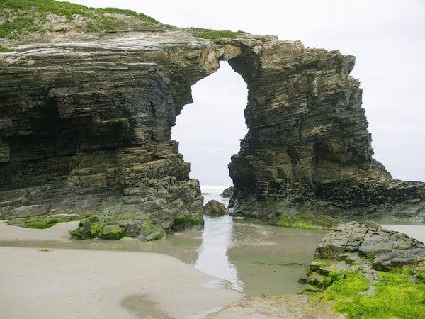 Playa de las catedrales en la mariña oriental