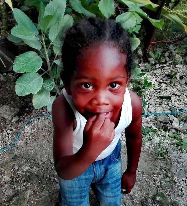 Atrapada por Jamaica con las sonrisas de los niños