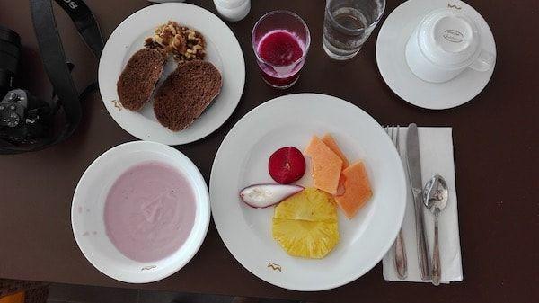 Preparar el desayuno en el resort