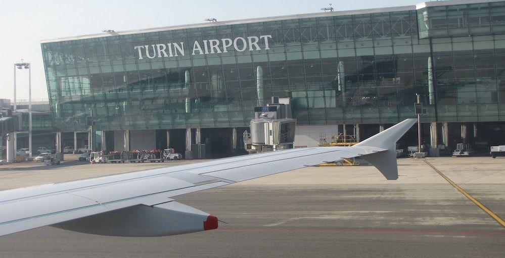 Exterior del aeropuerto de Turín