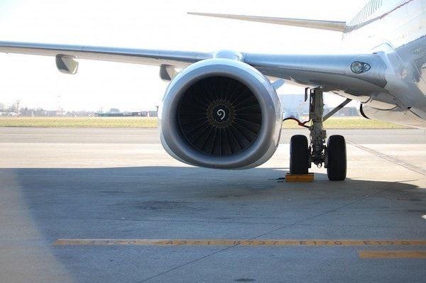 Avión en la pista del aeropuerto de Turín