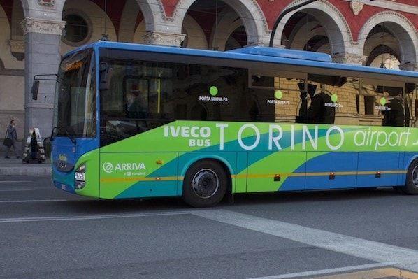 Bus en la Porta Nuova de Turín