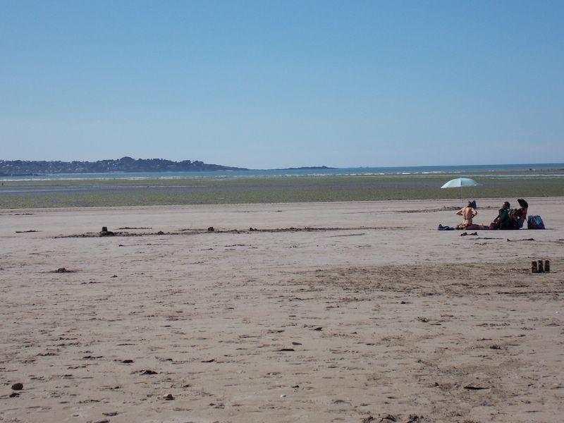 Marea baja en una playa de bretaña