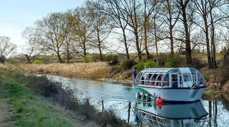 Barco en el Canal de Castila