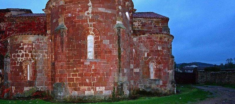Exterior de Santa María de Mave