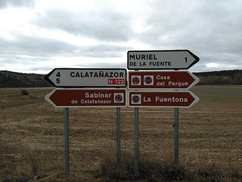 Señales hacia La Fuentona y Calatañazor