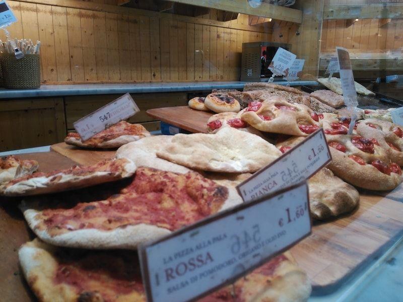 Pizza a peso en nuestra ruta foodie por Turín
