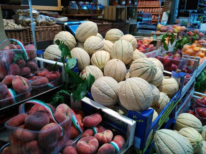 Fruta en nuestra ruta foodie por Turín