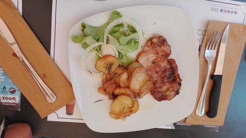 Pollo al horno en nuestra ruta foodie en Turín