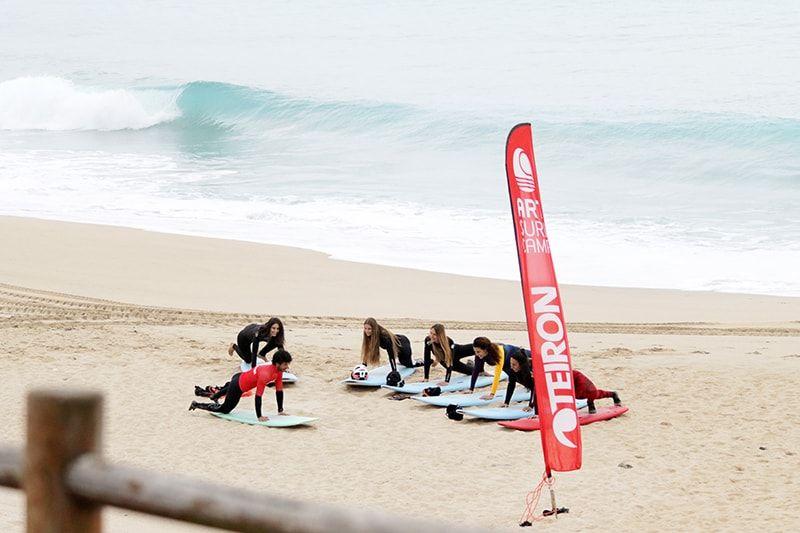 Clases de surf para grupos en Razo