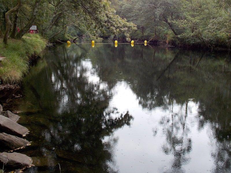 Viajar a Galicia para bañarse en una playa fluvial
