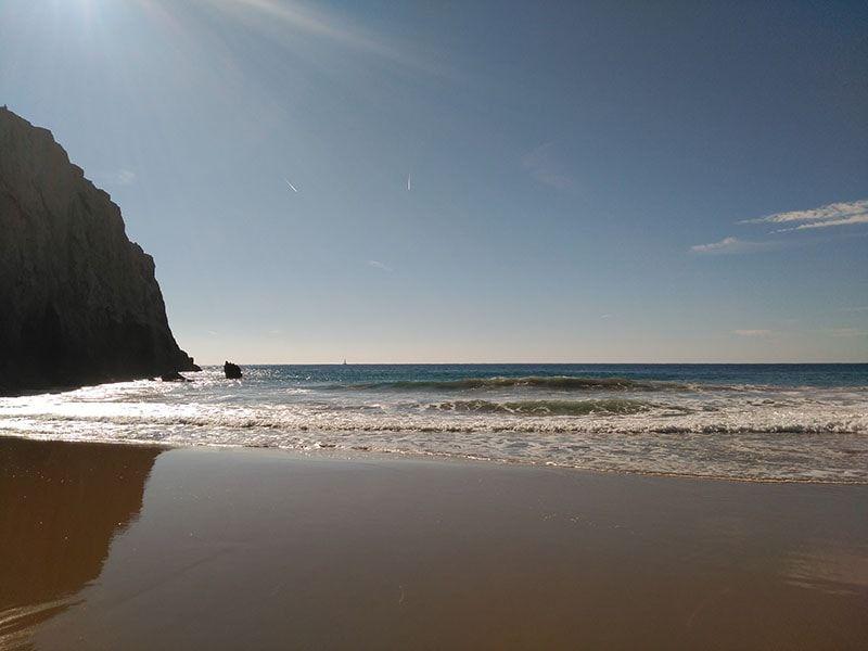 Recorrer las playas en una ruta en moto por Algarve
