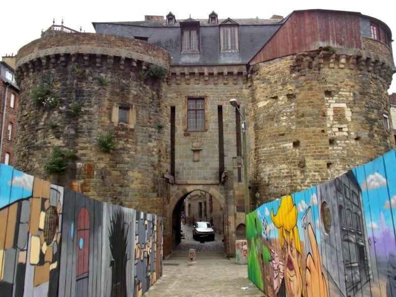 Visitar la puerta de entrada medieval en Rennes