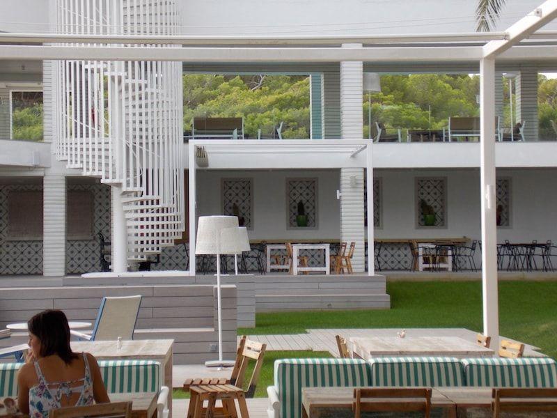 Desayunar en el Sol House Beach en Ibiza
