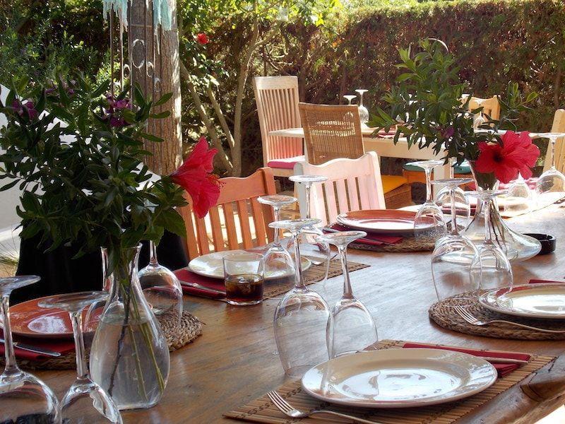 Jardín secreto para comer en Ibiza
