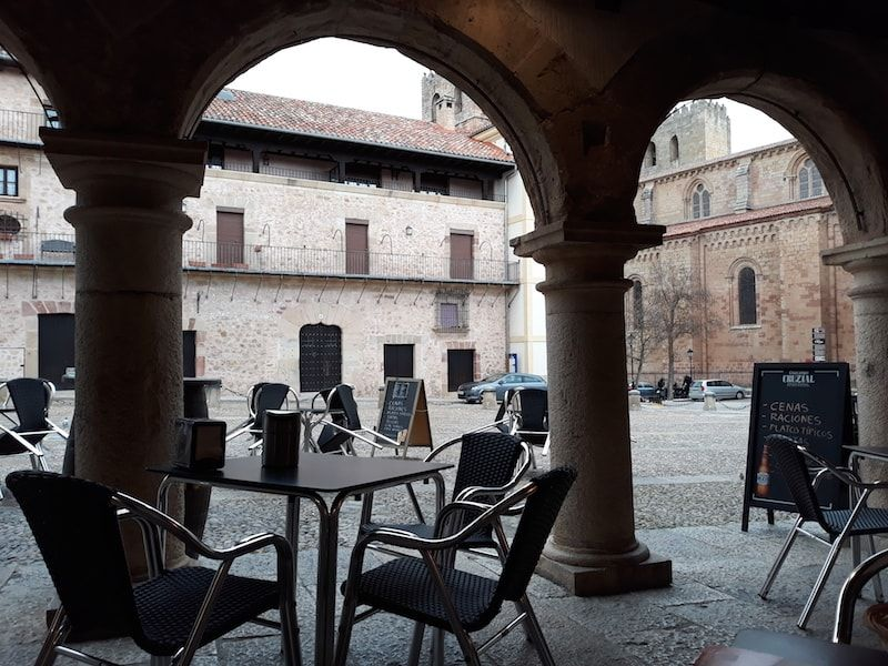 Comer en la plaza de Sigüenza