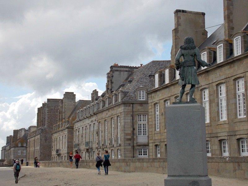 Estatua en Saint Malo cerca de Rennes