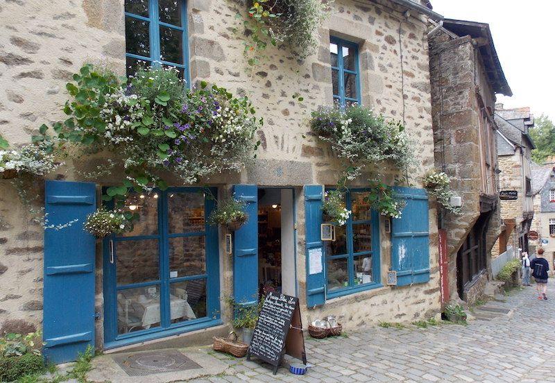 Calle de Dinan cerca de Rennes