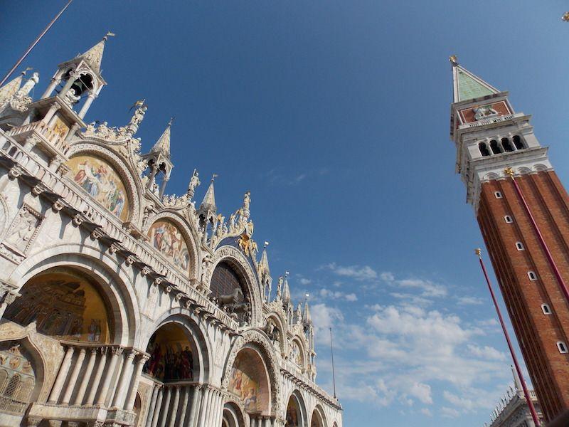 Campanario en la plaza San Marcos de Venecia