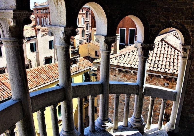Escalera con vistas de Venecia