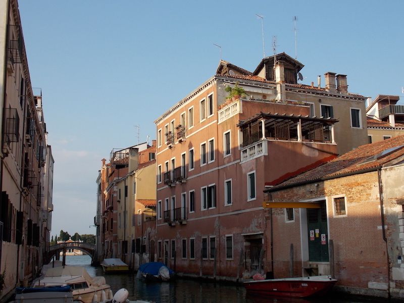 Viajar a Venecia para recorrer sus barrios