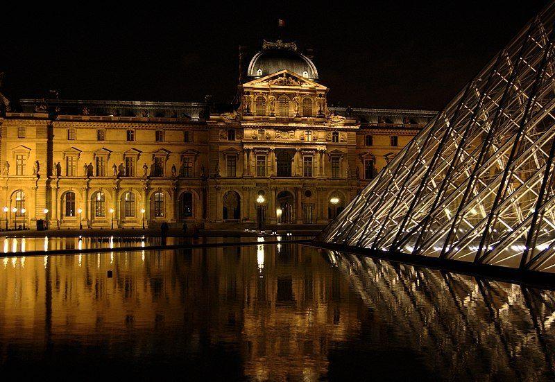 Visitar la Gran Piramide del Louvre