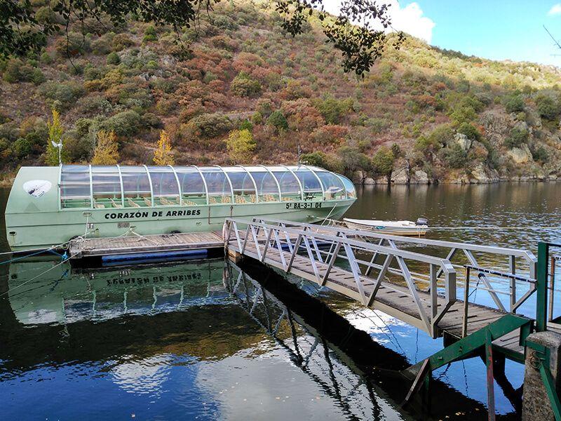 Paseo en barco fluvial