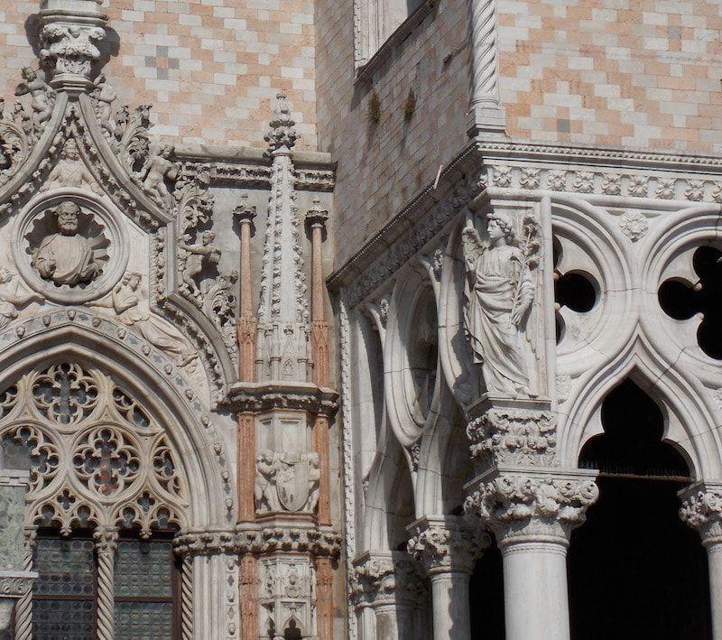 Occidente y oriente en basílica San Marcos de Venecia