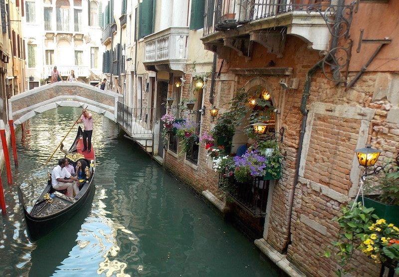 Canales pequeños en Venecia