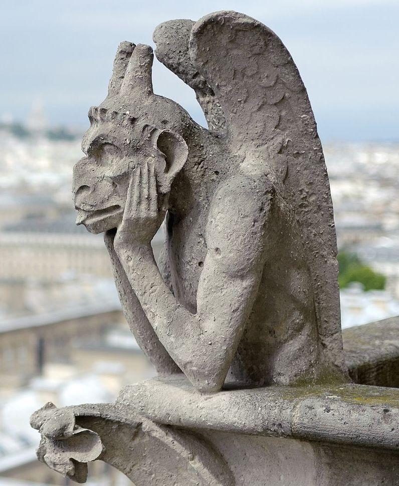 Figuras góticas de la catedral de París