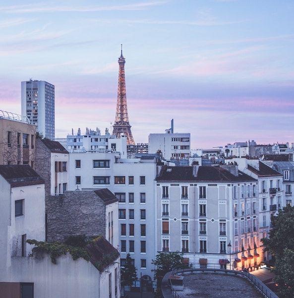 Torre Eiffel desde las calles de París