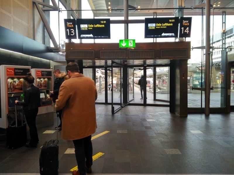 Estación de tren en el centro de Oslo