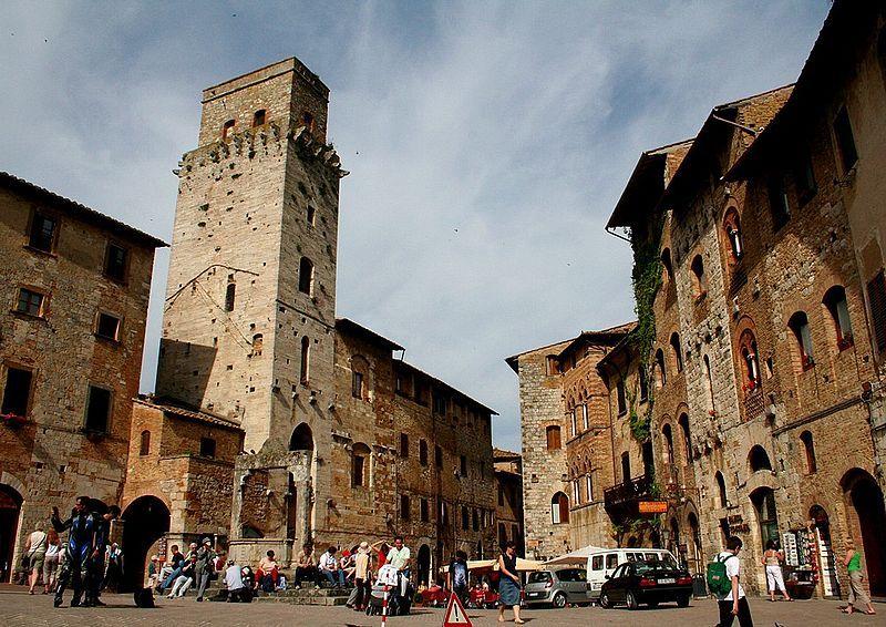 Plaza San Gimignano cerca de Florencia