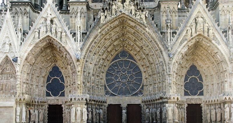Catedral de Reims en un día desde París