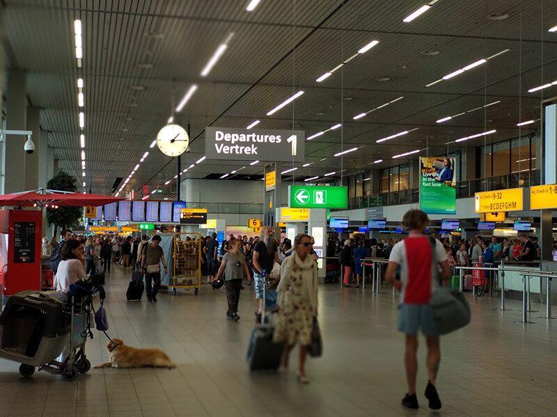 cómo ir del aeropuerto de Schiphol a Ámsterdam