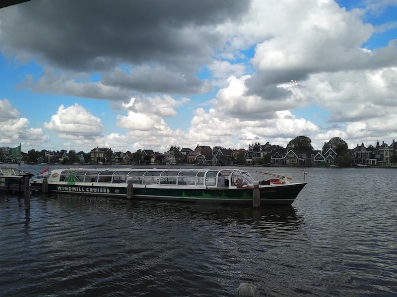 Visitar molinos en Holanda y hacer un crucero
