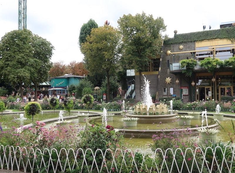 Un día en Copenhague en los jardines Tivoli
