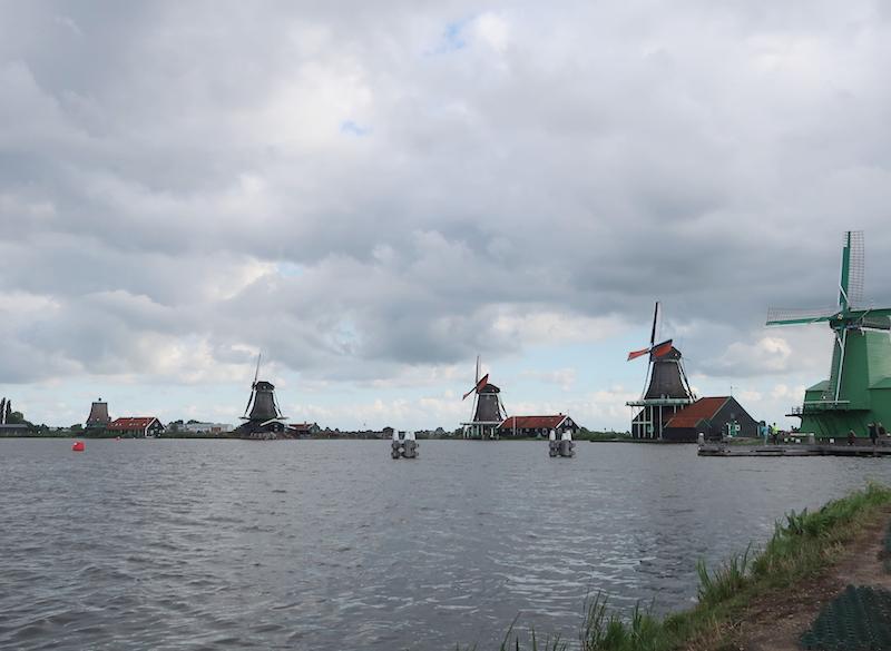 molinos en los pueblos más bonitos de Holanda