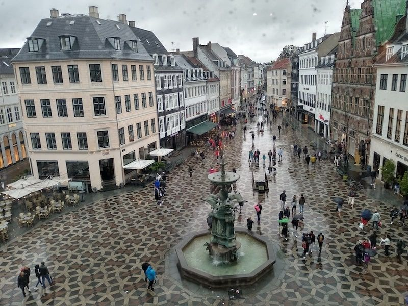 Vistas de Copenhague bajo la lluvia