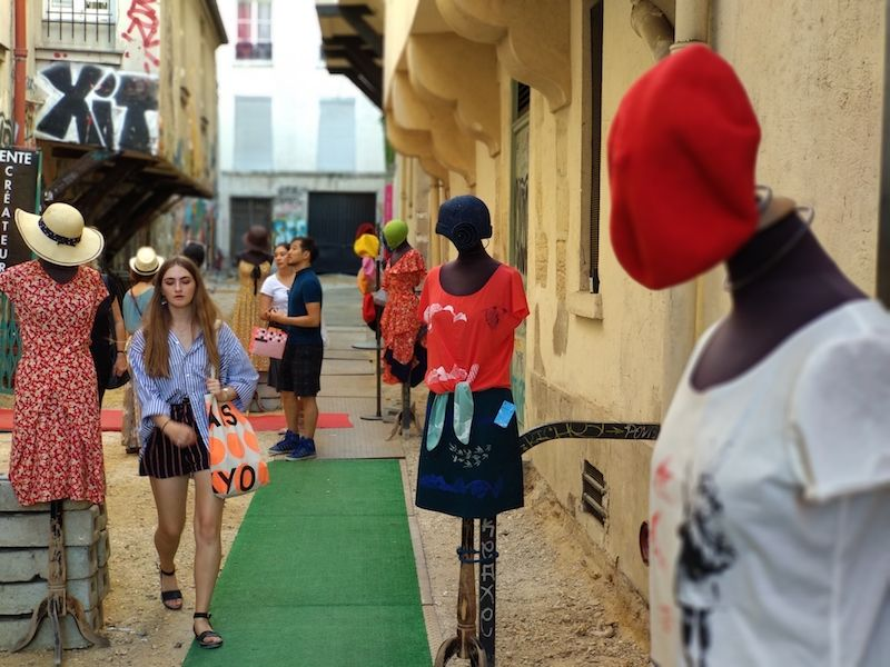 tiendas de ropa alternativa en parís