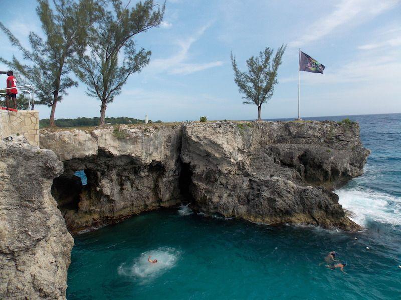 Saltar desde los acantilados en Jamaica