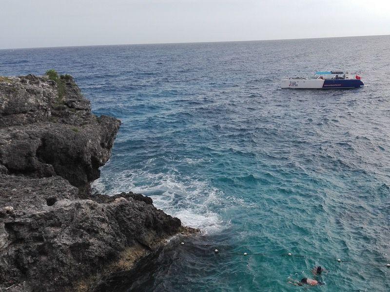 Acantilados de coral negro