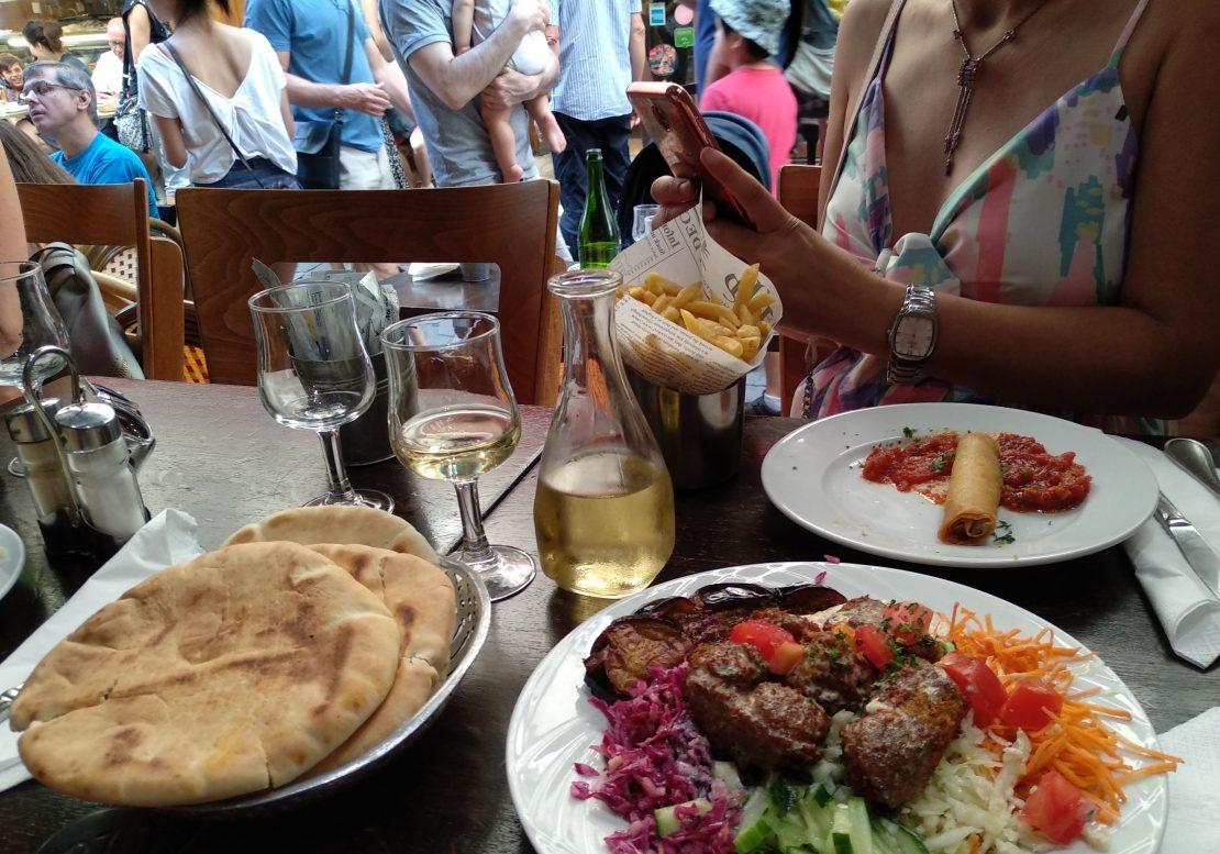 Comer faláfel en Les Marais París
