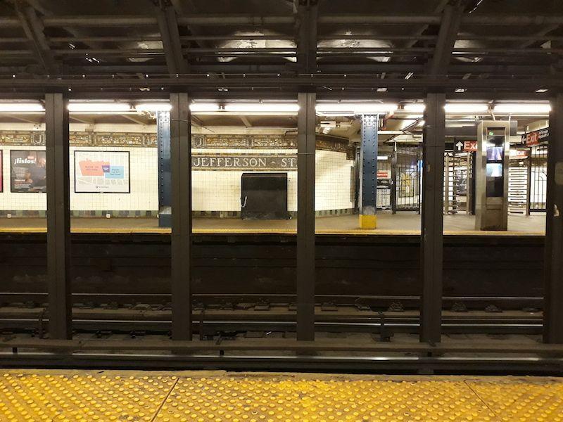 cuantos andenes tiene el metro NY
